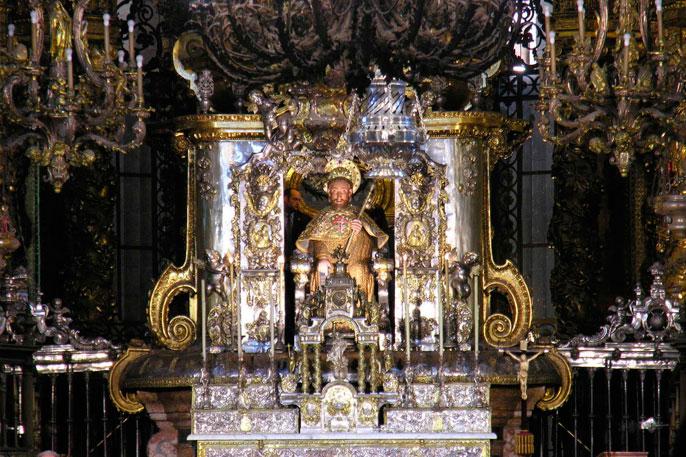 Imagen del Apóstol Santiago que preside la Catedral de Compostela