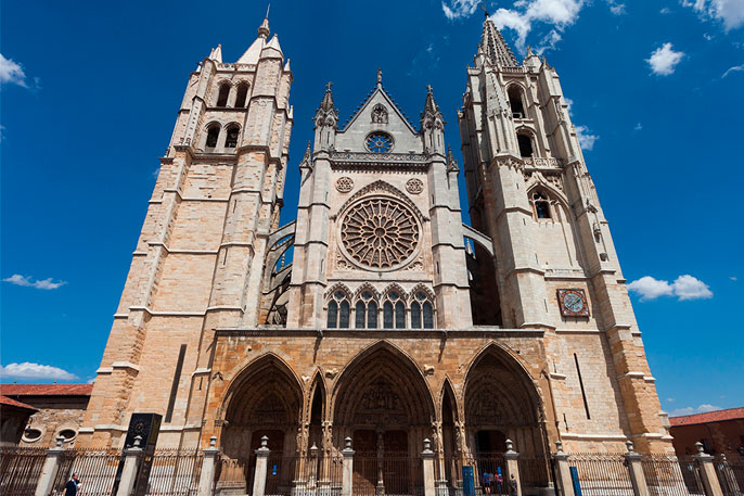 Fachada principal de la Catedral de León