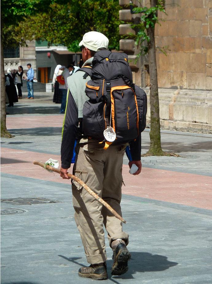 El bastón del peregrino es un elemento sumamente útil, su uso es tan extendido que se asocia con un símbolo del Camino.
