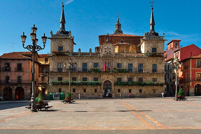 Plaza Mayor de León, fachada del Antiguo Consistorio de la Ciudad.